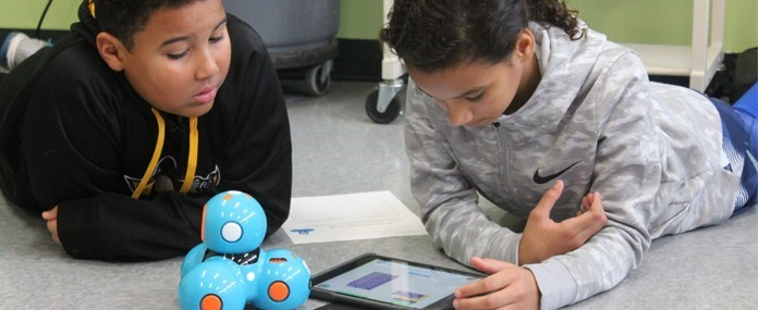 Aiken students using iPads to program a robot